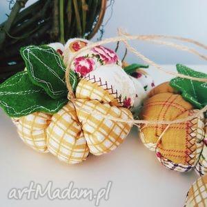 Dekoracyjna zawieszka jesienna dynia dekoracje zapetlona nitka