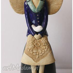 anioł siedzący z ptaszkiem, anioł, aniołek, anielica, ceramika, ceramiczny