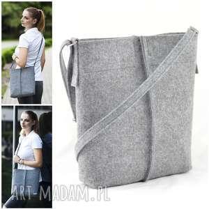 na ramię listonoszka szara z filcu - minimalistyczna torebka długim pasku