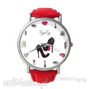 kobiecość - skórzany zegarek z dużą prezent, szminka