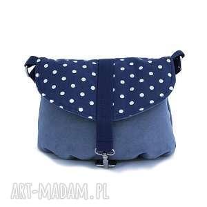 torebka na ramię z klapką w groszki niebieska, kropki, poręczna, alcantara