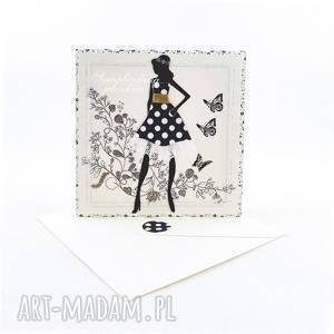 Być kobietą - kartka, kobieta, sukienka, kwiaty, motyle, koronka, grochy