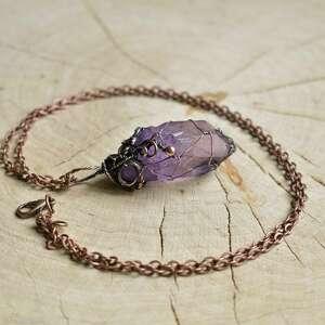 violet net - naszyjnik z wisiorem na łańcuszku, kryształem, wisior