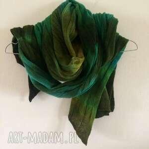 Szal wełniany w wielu odcieniach zieleni szaliki anna damzyn
