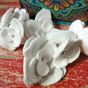 Kolczyki białe kwiatki z grubej panki, box kwiatowy, pojedyncza