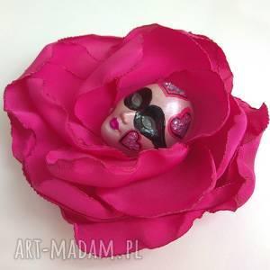 broszka z kolekcji masqerade - queen of hearts, serca, broszka, maska, kwiat