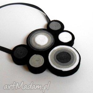 naszyjniki zakrętasy - naszyjnik z filcu, naszyjnik, filc, koła, kolia, kobieta