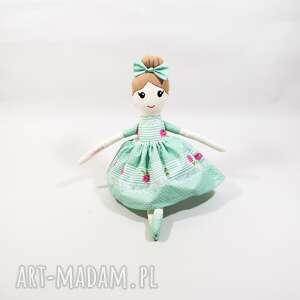ręcznie szyta lalka dla dziewczynki, pomysł na prezent, polskie rękodzieło