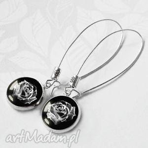kolczyki mystic rosa śliczne bardzo eleganckie róża za szkłem w oprawie