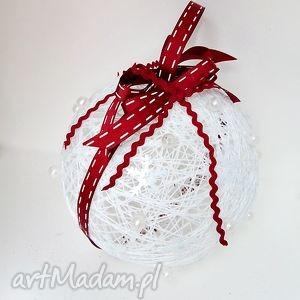 hand-made dekoracje kordonkowa bombka - biel i bordo