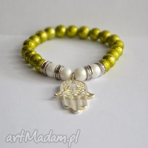 bracelet by sis limonkowe korale z ręką fatimy przynoszoszącą szczęście, hamsa