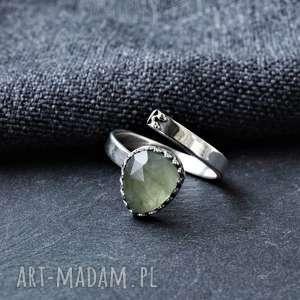pierścionek z prehnitem, prehnit, srebro, regulowany, fasetowany minerał