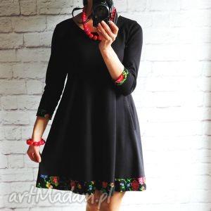 Dresowa trapezowa sukienka z folkowymi kwiatami rękaw 3/4, sukienka, folk, dresowa