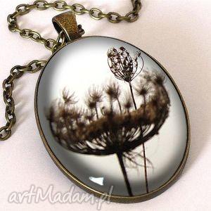 dmuchawiec - owalny medalion z łańcuszkiem - romantyczny, kwiatowy