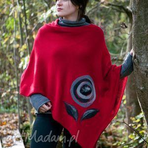 ręcznie robione swetry czerwone ponczo z aplikacją