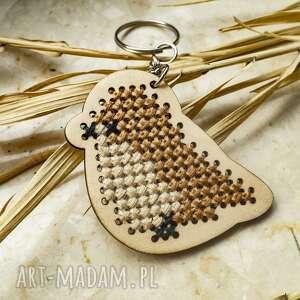 brelok - anatol, haft krzyżykowy, drewniany brelok, do kluczy, haftowany