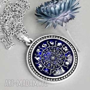 naszyjnik znaki zodiaku unikatowy ręcznie robiony, napis, granatowy, elegancki, hand