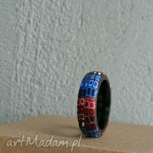 kolorowa obrączka - obrączki, pierścionki, niebieski, czerwony, retro