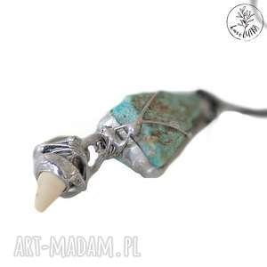 naszyjnik surowy turkus i biały koral na jedwabiu, biżuteria z turkusem, wisior