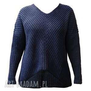 oversizeowy sweter o asymetrycznym kroju, swe124 granat, sweter, wyjściowy