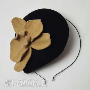 ozdoby do włosów filemonka coco, beż, czarny, fascynator, filc, toczek, storczyk