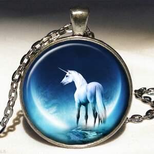 jednorożec - duży medalion z łańcuszkiem - księżyc