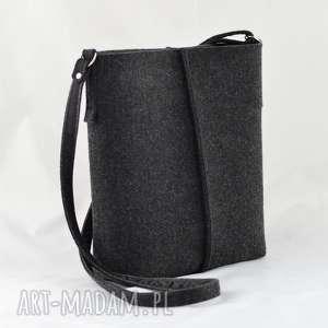 listonoszka grafitowa z filcu - minimalistyczna torebka, filc, ramię, minimalizm
