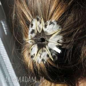 handmade ozdoby do włosów fascynator z piór - pantera śnieżna