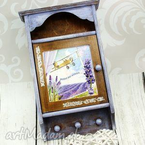 szafka na klucze- pola lawendy, lawenda, drewno, skrzynka, klucze, prezent
