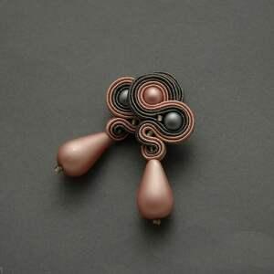 grafitowo-różowe klipsy sutasz, sznurek, wyjściowe, szare, eleganckie, wiszące