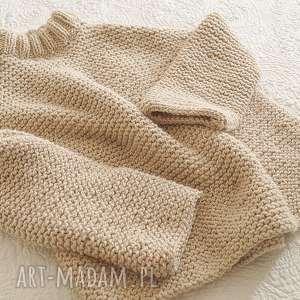 Sweter w ciepłym beżu, sweter, masywny, wełniany, dziergany, półgolf,