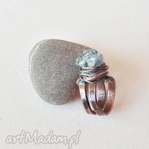 Pierścionek pierścień z patynowanej miedzi i kamienia /10/, pierścionek,