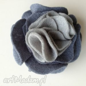 handmade broszki filcowa broszka w szarościach