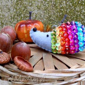 jeż - broszka z filcu - jeż, broszka, filc, cekiny, jesień, modna