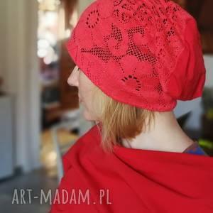Czapka koronkowa czerwona na podszewce czapki ruda klara czapka