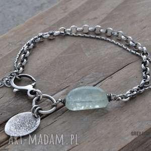 Akwamaryn z łańcuszkami i zawieszką. Bransoletka srebrna, akwamaryn, srebro, boho