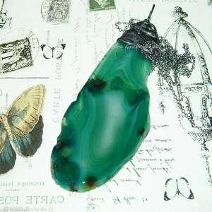 wisiorki duży wisior z zielonego agatu otulony miedzianą czapeczką, agat