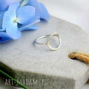 Minimalistyczny pierścionek z kółkiem , minimalizm, srebro, minimalistyczny
