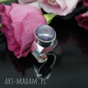 Srebrny pierścionek z rubinem gwiaździstym - Clara, pierścionek, rubin, srebro