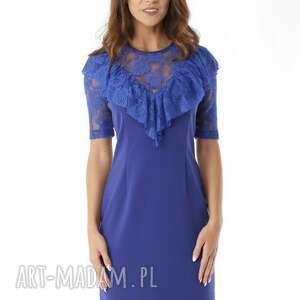 Dopasowana sukienka z koronkową falbanką chabrowa, elegancka-sukienka