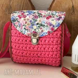 handmade na ramię szydełkowa torebka kuferek z drewnianymi boczkami