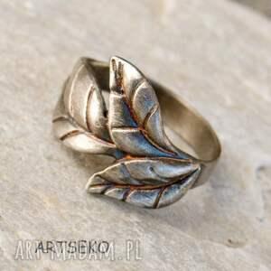 pierścionek z listkiem b414, srebrny pierścionek, motyw liści