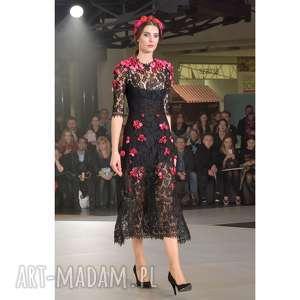 Pani Wiosna - koronkowa suknia haftowana kwiatami, wieczorowa, suknia, luksusowa