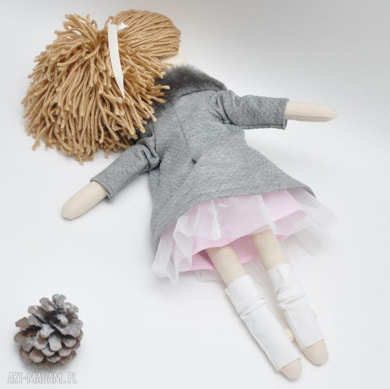 prezenty pod choinkę prezent lisa w różanym płaszczyk czapeczka