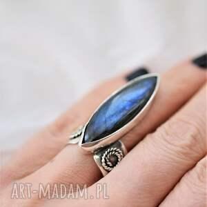 srebrny pierścień z labradorytem, pierścionek minerałem, niebieski labradoryt