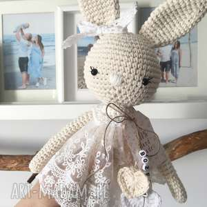 królisia nela - duży szydełkowy króliczek w koronkowej sukience, chrzciny