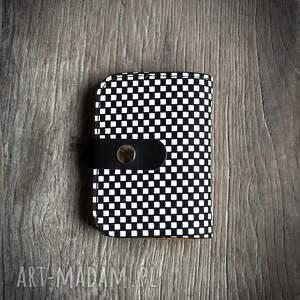 skórzany portfel z oryginalnym wzorem szachownicy od ladybuq art, naturalna