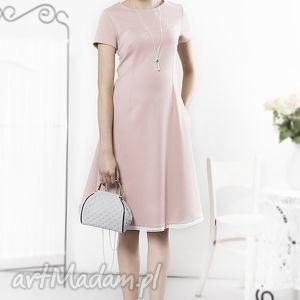 Prosta pudrowa sukienka z haftowaną koronką, sukienka, pudrowa, prosta, różowa