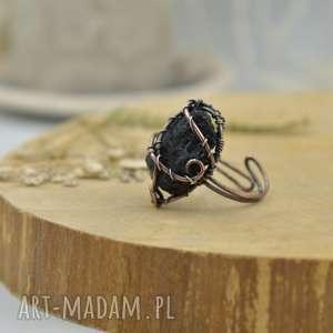 black - pierścionek z czarnym surowym turmalinem