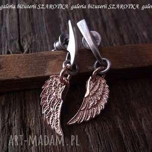 RÓŻOWE ANIOŁY kolczyki ze skrzydłami, sztyfty, srebro, oksydowane, pozłacane